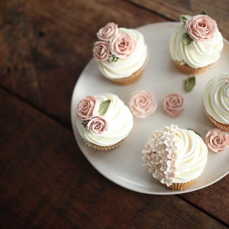 자나 스프레이 로즈 플라워컵케이크:) 부담없이 선물주기 좋아요! #플라워케이크클래스 #flowercakeclass #flowercake…