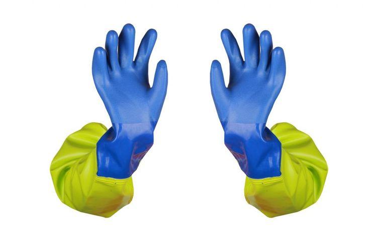 MANCHETTES IMPERMÉABLES AVEC LES GANTS SOUDES Modèle: 043-1 Les manchettes sont soudées aux gants SHOWA et fabriquées en tissu imperméable appelé OPALO. Ce tissu se caractérise par une grande résistance à l'eau salée, aux graisses, aux enzymes, aux sucs digestives. Le produit est recommandé pour de différents types de travaux de pêche. Les manchettes protègent les mains et les bras et constituent un complément pour les tabliers.