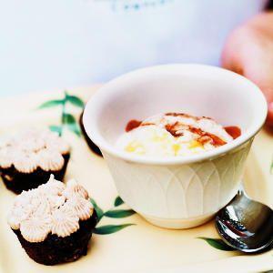 Vanilla ice cream and gingerbread tea cakes at a Hawaiian Vanilla Company lunchBig Island