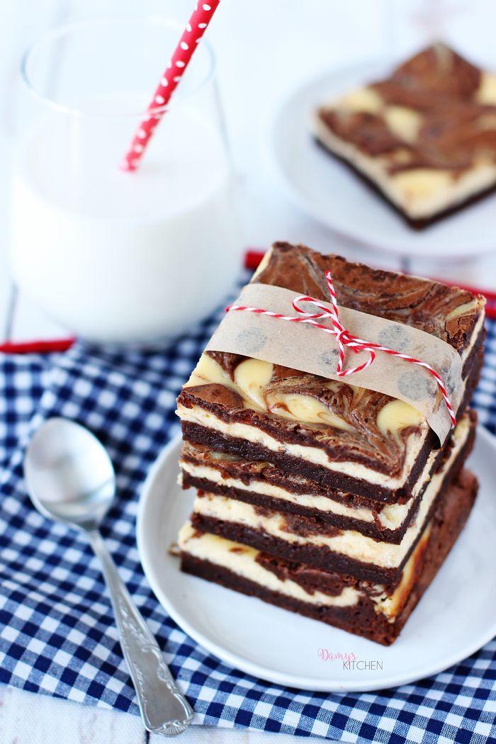 Brownie Cheesecake  tarifimdeki klasik cheesecake pasta görünümünden sonra bir de böyle, daha pratik versiyonunu denemek istedim! Hem gör...
