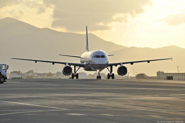 12. Η άφιξη μας στο αεροδρόμιο του Ηρακλείου Νίκος Καζαντζάκη σε ένα πραγματικά Ανοιξιάτικο απόγευμα την ώρα που η δύση κάνει την μέρα πιο γλυκιά.