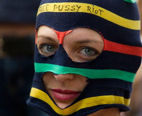 Dalle capitali europee fino all'America: il mondo protesta per la condanna a Mosca delle Pussy Riot, il trio di ragazze punk nuovo simbolo del dissenso contro Putin