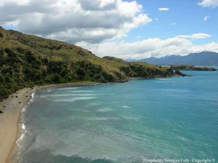 Photo: Hospitality Services Ltda - Copyright © South view of Austin's Beach, Isla Macías, General Carrera Lake, Aysén, Chilean Patagonia.