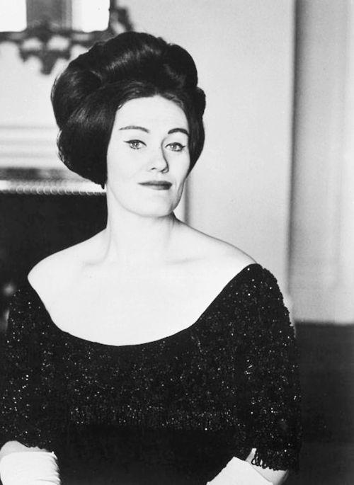 Joan Sutherland, 1926 - 2010. 83; dramatic coloratura soprano.