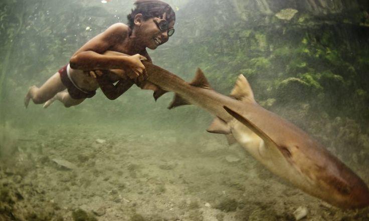 Os bajaus são conhecidos como 'nômades do mar' ou 'ciganos do mar'. Vivem na área do Triângulo dos Corais, entre a Indonésia, Malásia e Filipinas, a região de maior biodiversidade marinha do mundo. Foto: Divulgação / James Morgan
