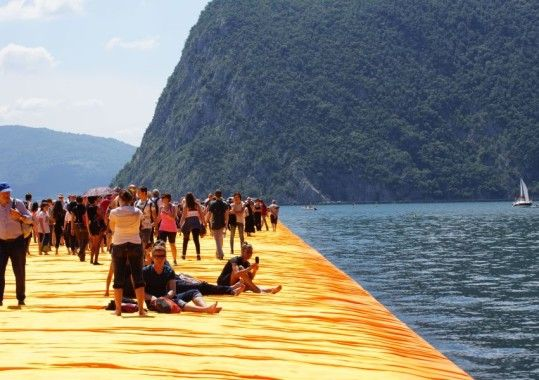 Floating piers on Lake Iseo are a crowd puller - The Expert for Lake Iseo