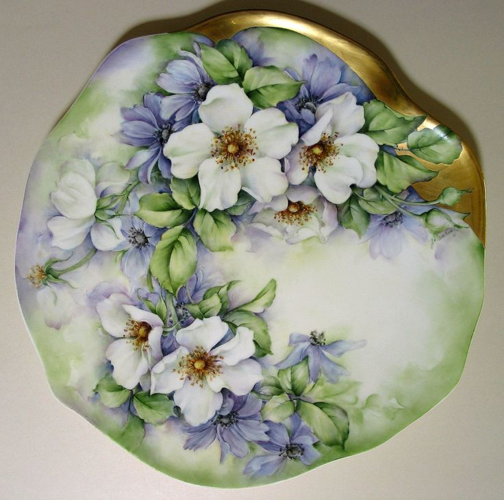 30 cm V & B bone china plate. White briar Roses with Anemonies.