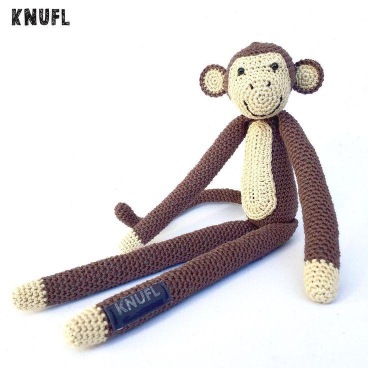 Deze aap mocht ik op bestelling maken, hij komt in een babykamer met safari thema te hangen. Het patroon komt uit 'wilde dieren haken', het gezichtje heb ik een beetje aangepast. #knufl#madetoorder#bestelling#aap#monkey#amigurumi#crochet#haken#hakeniship#häkeln#hekle#croché#virka#örgü#photooftheday#handmade#babyroom#etsynl