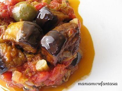 La caponata di melanzane riesce a far affiorare alla mente miriadi di sensazioni, odori, sapori della cucina siciliana.