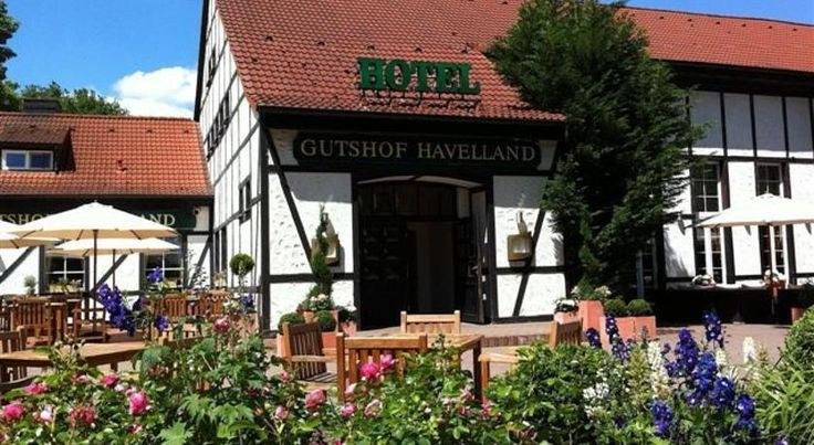 Gutshof Havelland Ketzin This hotel in the Havelland region of western Brandenburg is located in a peaceful, rural environment, and provides convenient road connections to Berlin, Potsdam and Nauen. The hotel offers a sauna and a sun terrace.