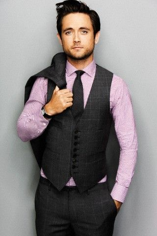 Justin Chatwin..... mmmm..... Shameless on Showtime.