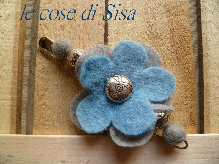 Flower in grey and blue