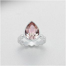 Chic damering i pink krystal lavet af sterling sølv og en stor lyserøde Swarovski® krystal, som er meget trendy!
