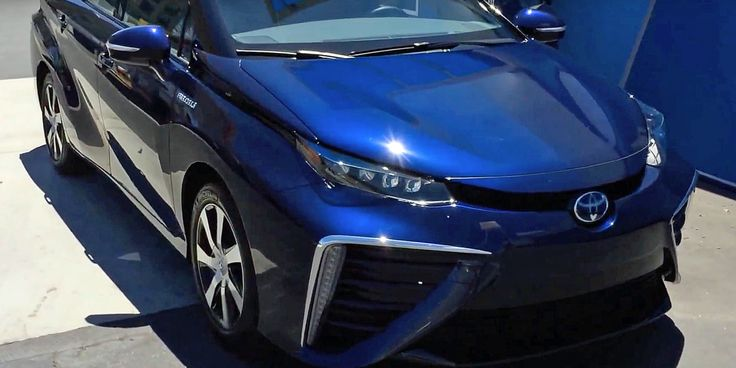 """Toyota's hydrogen-powered car wants to be the alternative to plug-ins but there's one major drawback - """"the fueling infrastructure for this car is minimal. There are only 33 public hydrogen-filling stations in the US"""" http://ift.tt/2iVZocu"""
