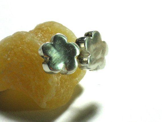 Kleine silberne Blume Ohrstecker Sterling von rioritajewelry