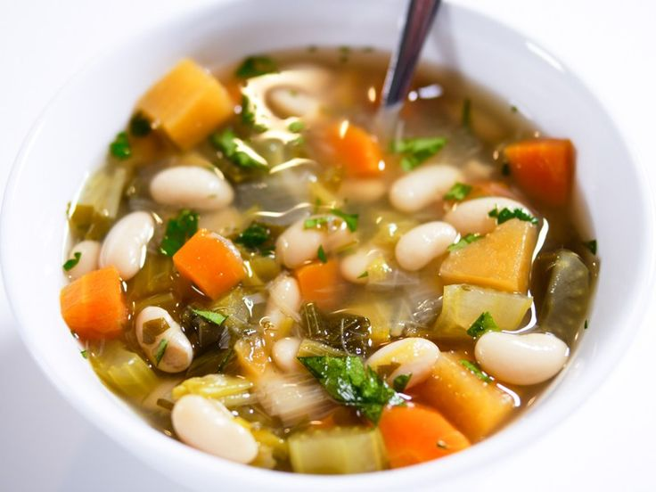 This recipe is one of my everyday favorites. By extracting flavors over time we get a tasty vegetable stock and super tender vegetables. In combination with butter soft alubia beans we get a wonderful dish that is as good as it is healthy!  I always make a double portions of vegetable fond to store in the