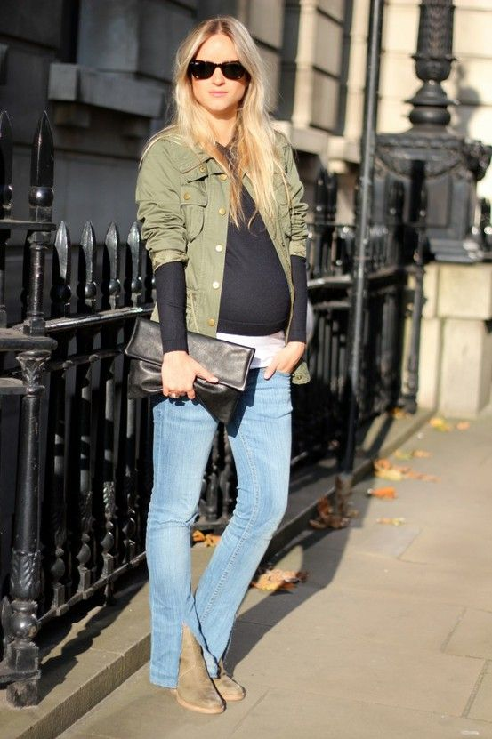 Maternity street style for mums who feel more comfortable in t-shirts and pants.