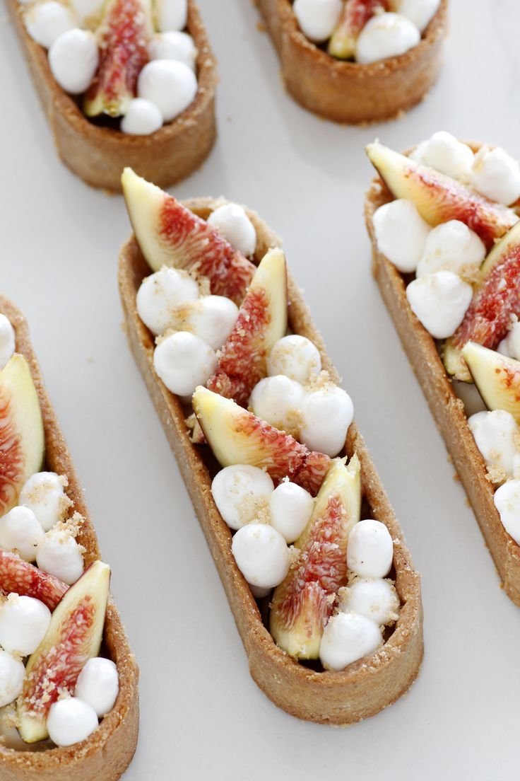 Fig, white chocolate and maple tarts