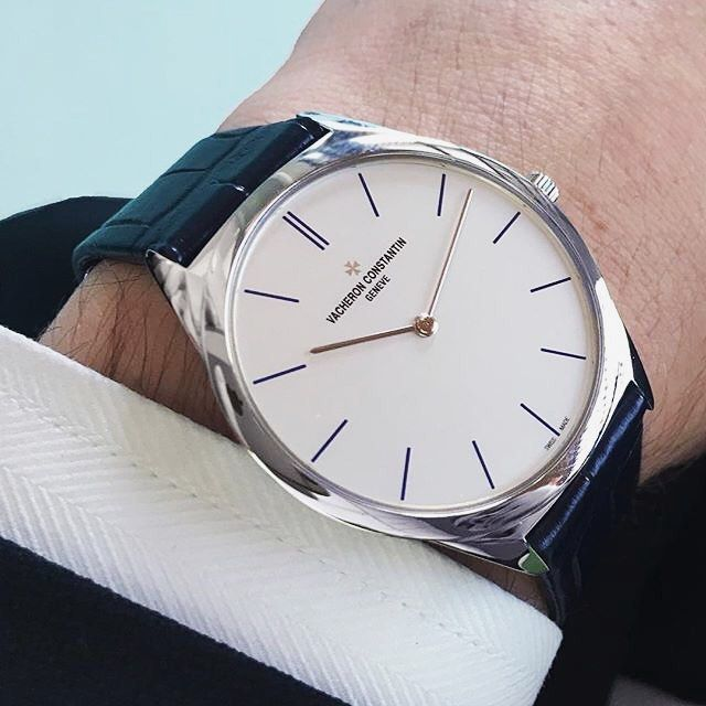 Vacheron Constantin's Historiques Ultra-fine 1955 with mechanical manual-winding is still one of the thinnest mechanical watch in the world.  : @vacheronconstantin