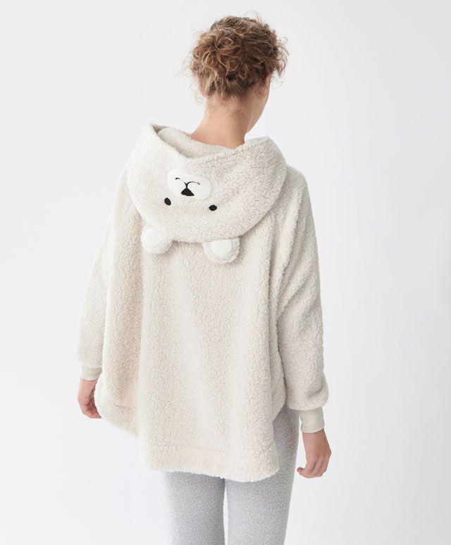 Poncho con capucha oso - Los más buscados - Rebajas de Invierno en moda de mujer en Oysho online: ropa interior, lencería, ropa deportiva, pijamas, bodies, camisones, complementos, zapatos y accesorios.