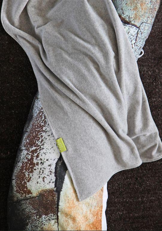#grey #velours #blanket #maternity #nursing #sidesleeper #pillow #pine #bark #gots #vegan #great #combination #photography // #grau #nicki #decke #stillkissen #seitenschläferkissen #rinde #pinie #fotografie #öko #bio