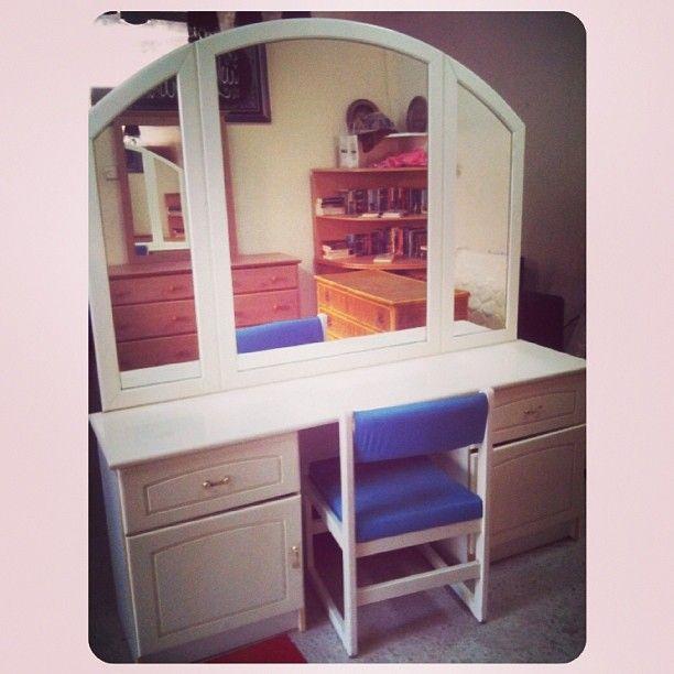 For Sale White Cabinet With Mirror Chair Price 45 Bd للبيع تسريحة لون ابيض مع كرسي بحالة ممتازة السعر 33770050 Home Decor Home Furniture