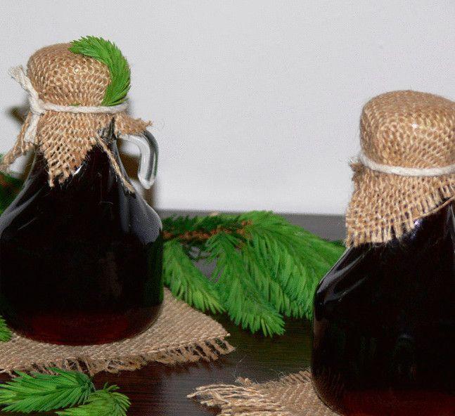 Молодые побеги сосны содержат большое количество смол, дубильных веществ , эфирных масел, ценных минералов и витаминов.Приготовленный «мед», принимают от кашля
