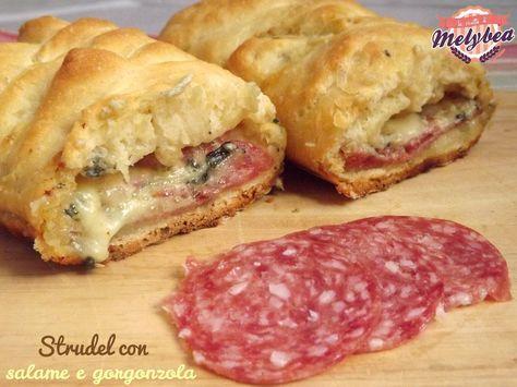Lo strudel con salame e gorgonzola è un piatto unico ricco e gustosissimo. Una soffice e croccante pasta al latte che racchiude un cremoso e filante ripieno