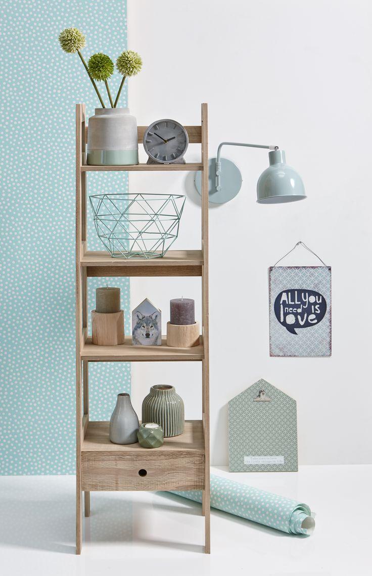 Een mooi wandrek helpt je niet alleen om je huis opgeruimd te houden, hij maakt van je woondecoratie echte blikvangers! #opbergen #opruimen #kwantum #wandrek #wonen #interieur #woondecoratie