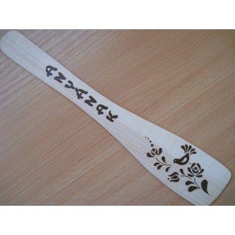 Kézzel készített ajándék fakanál pirogravírozott mintával és szöveggel. Ha szeretnél egy személyes ajándékot adni.