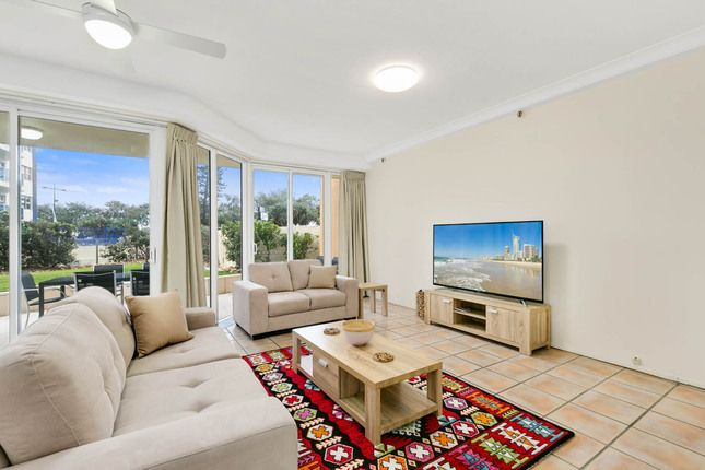 3 Bed Surfers Beach Front, a Surfers Paradise Apartment | Stayz
