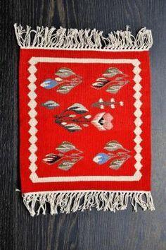 Carpeta romaneasca Lucrata manual - lana traditionala 39x43 - Motivul Trandafir