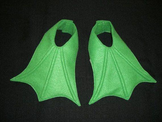 Pieds palmés pour votre petit ducky, froggy, pingouin, flamingo, etcetera ! (en feutre en jaune, orange-montré, vert clair, vert, noir, vert,