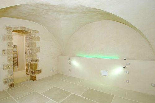 Rouviere bildet eine Plasterung mit den Klebervorteilen (einfach zu säubern, Widerstand) und Schönheit eines natürlichen alten Steins. Einige Maße werden vorgeschlagen. Es ist möglich, es auf einem leuchtenden Heizung Fußboden, mit einer Stärke von...
