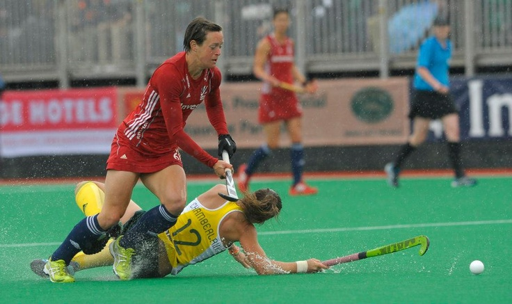 Great Britain's Hannah Macleod challenges with South Africa's Dirkie Chamberlain