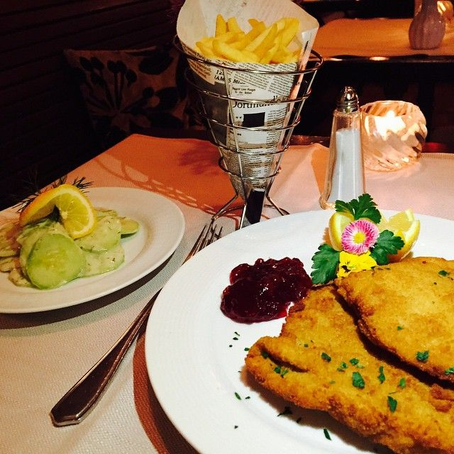 Schnitzel is always a good idea! wink emoticon #schnitzel #foodie #food #fries #delicious #restaurant #lifestyle #meat #potd #picoftheday #protein #salad #instagood #instalike #opernplatz #frankfurt