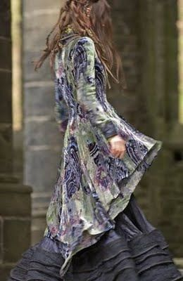 Kaat Tilley designs from A Faerietale of Inspiration blogspot. Now... Renfair type clothes are something we all wish we could wear every day!