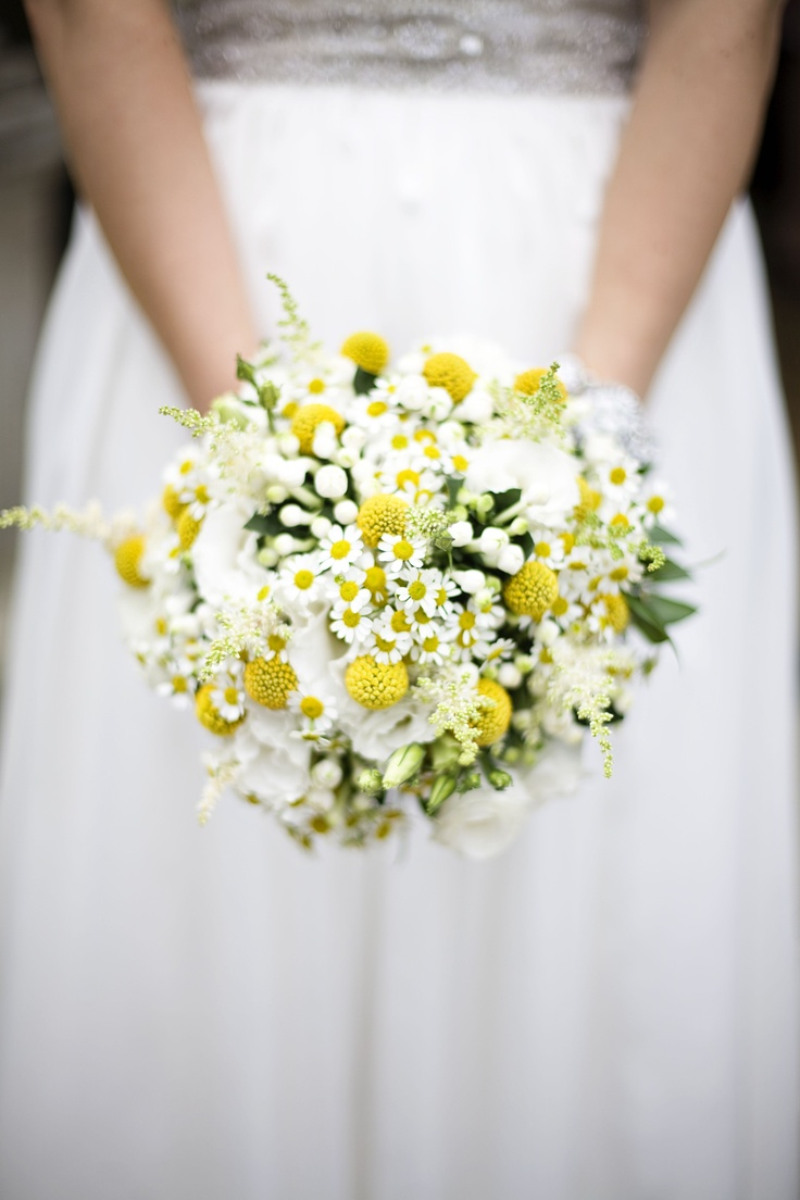 Bouquet with craspedia and camomile.