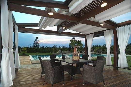 Innovative canopy and pergola with retractable roof systems by Corradi | MOTIQ Online - Home Decorating Ideas