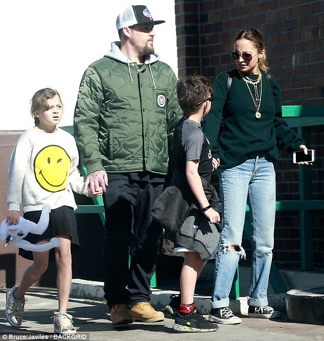 Family day! Nicole Richie made sure to keep it simple while out grocery shopping with her ...