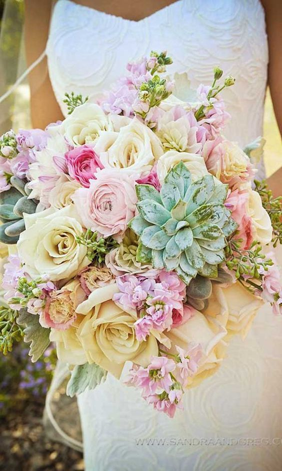 Summer Wedding Bouquets / http://www.himisspuff.com/spring-summer-wedding-bouquets/8/