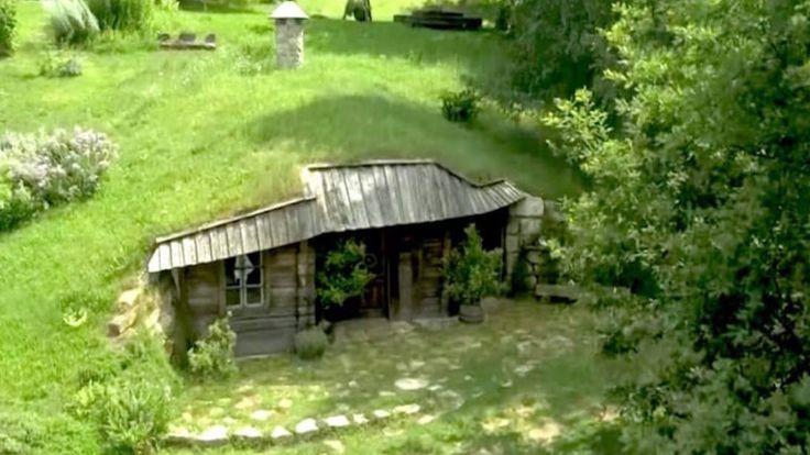 1 Esta pequeña casa de Finlandia ocupa apenas 14 metros cuadrados, pero fíjate la cantidad de espacio que ahorra organizando todo a la perfección. Además por fuera es especialmente bonita con la chimenea central y la