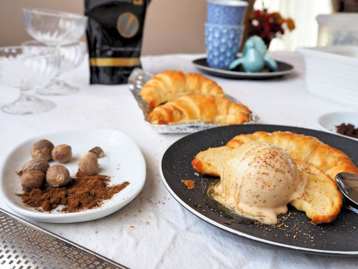 How to make Pumpkin Pie Spice Latte Ice Cream with Hot Butter Croissants