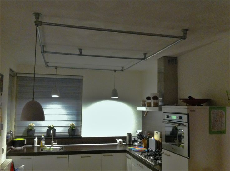 Plafondlamp keuken met steigerbuis frame