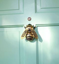 LOVE this bee door knocker!