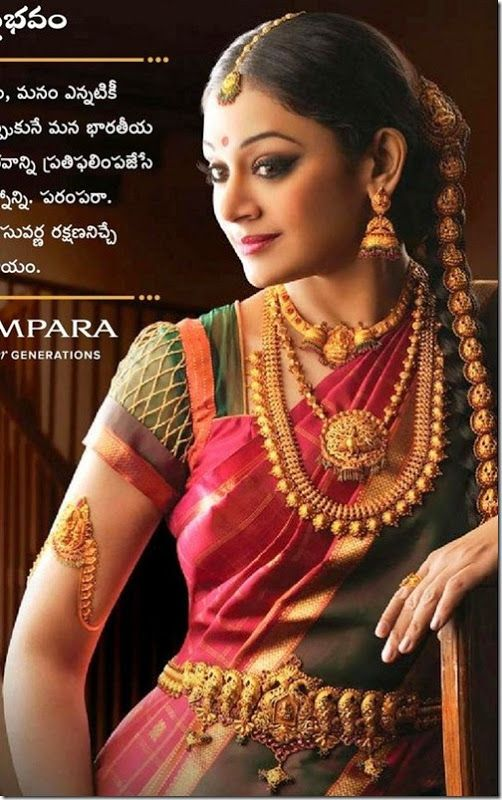Lovve her jhimkis, the second gold pendant chain and the vibrant pink saree