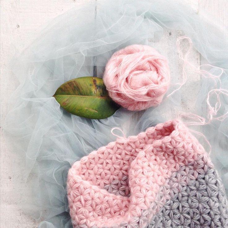 «Flower cowl // Воскресным вечером хочу выдыхать от рабочих процессов и вдыхать в пушистую нить жизнь.»
