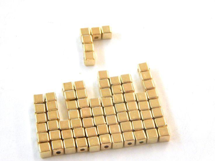 Separador  de cubito plastimetal color dorado, medida 4mm, bolsa con 100 piezas en $10.00. Precio especial a mayoristas.
