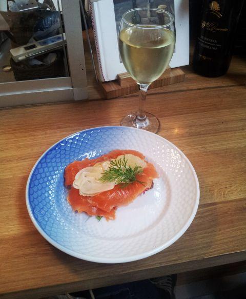 Smørbrød  & Wine at Toverhallerne Market #Smorbrod #Wine #Toverhallerne #Market #Copenhagen #Food #Salmon #Danish