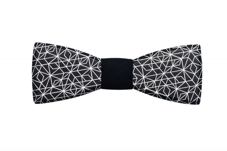 Wooden bow tie Cassio – beauty that can touch the stars. It is dark but still shining. Same like glittering stars in the night sky. Are you also ready to become the star of the night? Our spring 2017 collection for men is here!